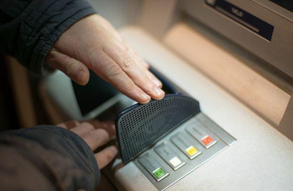 PIN kartice može se pogoditi čak i ako rukom krijete tastaturu bankomata